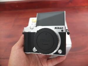 Mirrorless Nikon 1 J5 Kit 10-30mm Baru 139 jepret | Jual Beli Kamera