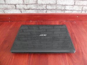 Acer Gaming E1-451G Amd Quad Core A8 VGA 2,5gb | Jual Beli Laptop Surabaya