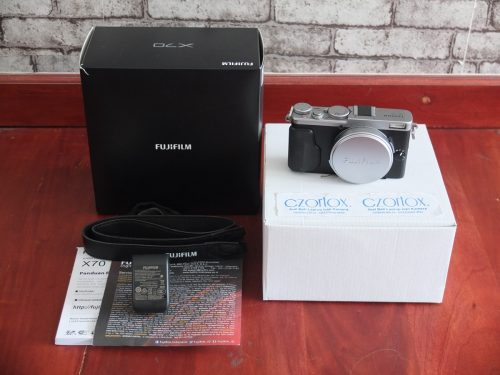 Fujifilm X70 Kondisi Istimewa Bukan XT1 XT2 XA3 XA5 | Jual Beli Kamera Surabaya